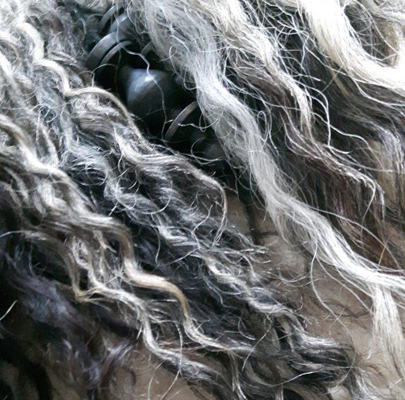 Lokken schapenwol met klosjes RMV Tactiles