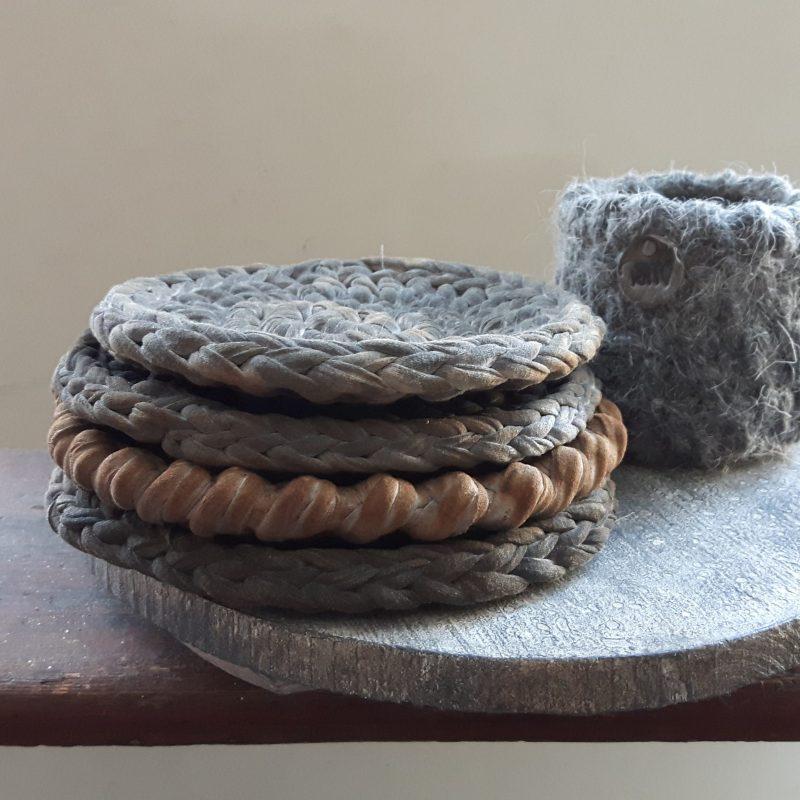 Onderzetters en waxinelichthouder RMV Tactiles grijs verroest effect