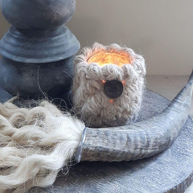 Ramhoorn naturel pluim met waxinelichthouder naturel RMV Tactiles wollen windlicht wol