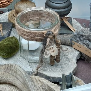 Waxinelichthouder met wol en houten klosjes RMV Tactiles