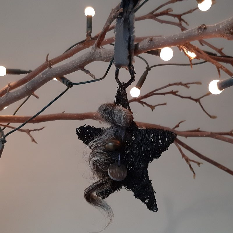 Zwarte kerstster met wol en bel - RMV Tactiles