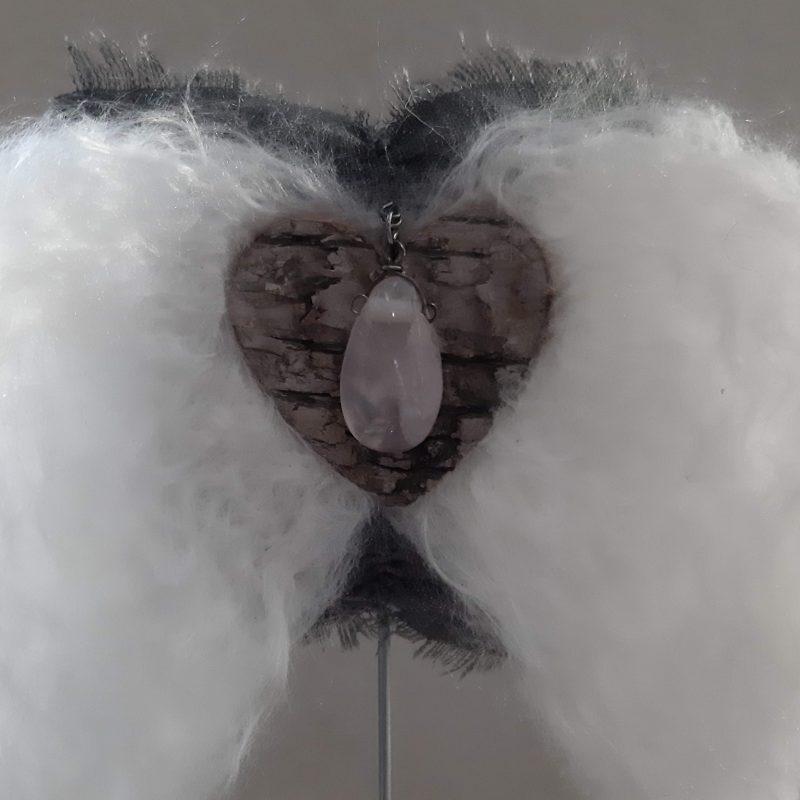 Engelenvleugels wit met Rozenkwarts op voetstuk - RMV Tactiles