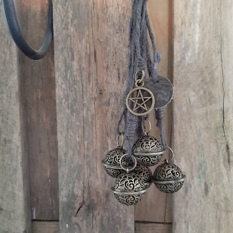 Witch's bells - 5 bellen filigraan grijs touw heksenbellen - RMV Tactiles