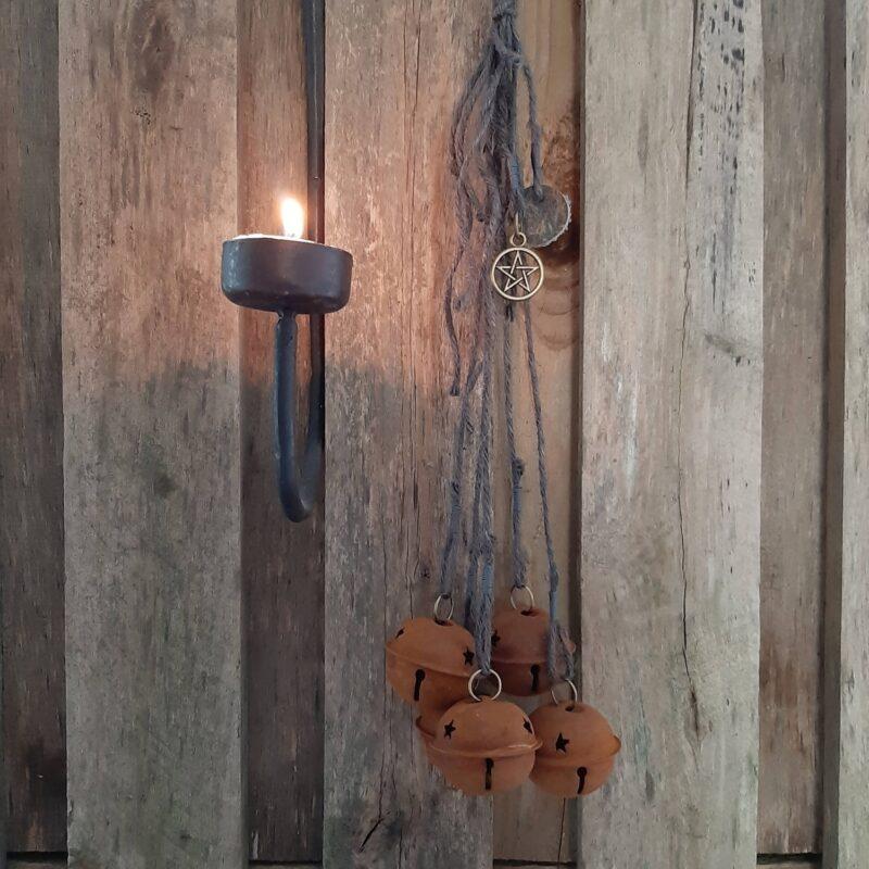 Witch's bells - 5 bellen roest grijs touw heksenbellen - RMV Tactiles
